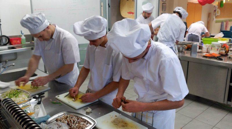 Trabajo De Ayudante De Cocina | Ayudante Cocina Y Personal Limpieza Trabajo Y Empleo En Ibiza